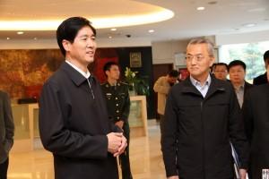 "�Y料�D片:2014年曹清(左)布置北京市警�l局�P於""十八大""警�l方案"